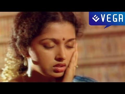 kaval-nilayam-movie-:-gouthami-trapped-scene
