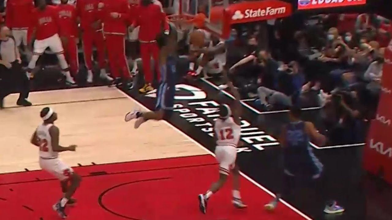 Ja Morant nearly broke his head after the highest jump of his career 😮