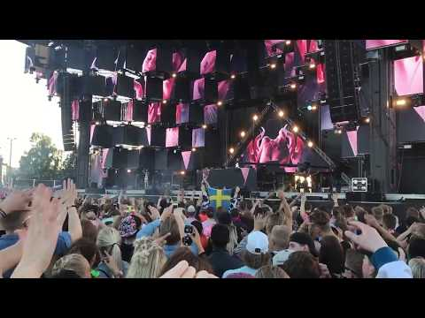Ed Sheeran - Castle on the Hill (Ashley Wallbridge Remix) - Live Armin van Buuren @The Weekend 2017