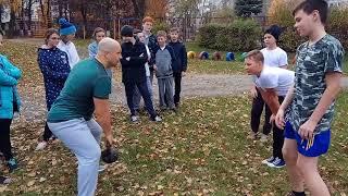Жонглирование гирей на уроке физической культуры
