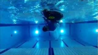 Kayak esquimautage video HD(Voici la vidéo en HD d'un entrainement, en piscine, à l'esquimautage en kayak. Musique : http://alban.lepsy.free.fr/index.html., 2013-03-20T10:33:14.000Z)