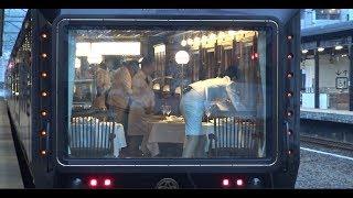 別府駅に停車中の豪華寝台列車ななつ星in九州でゴージャスな食事の用意がされているDXスイート寝台車マイネフ77の室内の様子