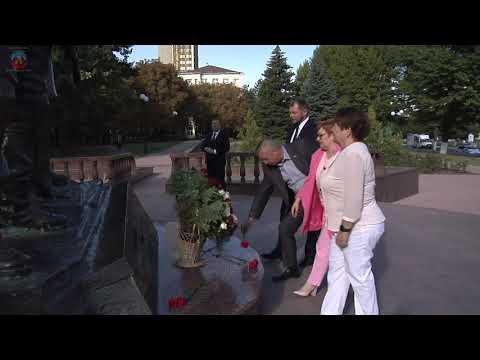 lgikvideo: Церемония возложения цветов к памятникам выдающимся землякам по случаю Дня города