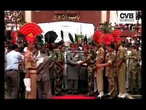 PAK RANGERS DISTRIBUTE SWEETS TO BSF JAWANS ON PAK INDEPENDENCE DAY