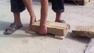 Саман, проверяем на прочность тестовые кирпичи.(Перед строительством дома из самана надо правильно определить состав для саманных стен. Лучший способ..., 2014-12-14T23:12:05.000Z)