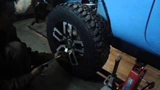 ремонт Нивы (часть  1 замена задних пружин)