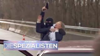 Geisterfahrer! Geiselnehmer mit Waffe rammt Polizeiauto! | Auf Streife - Die Spezialisten | SAT.1 TV