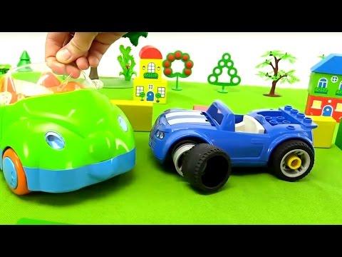 Vídeo para Niños. Coche azul, Leo pequeño y un Camión de remolque. Videos de carros