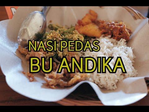 makan-usus-di-nasi-pedas-bu-andika-(-bali-spicy-rice)-indonesian-food-tour-in-bali
