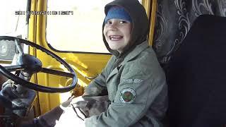 Трактор Кировец. Обучаю сына.