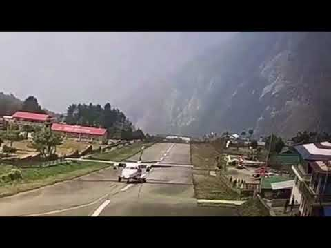 Dangerous landing at Lukla Airport. लुक्ला एयरपोर्टमा दुर्घटना टार्न डरलाग्दो संघर्ष।