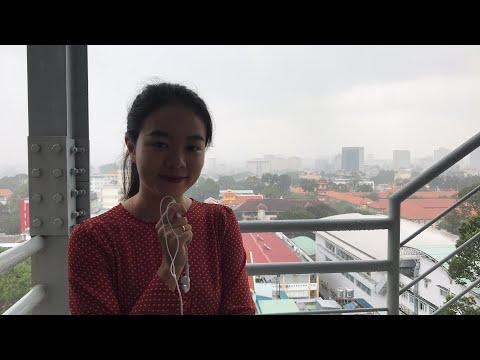 Sài Gòn bất chợt đổ mưa lớn lúc giữa trưa