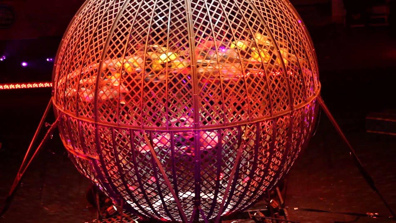 画像: Motorcycle Cage at the Circus youtu.be