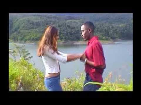 Oneil - Besare sus Labios (Video Official)