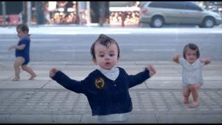 Süper Dansçı Bebekler Evian Baby Su Çocukları