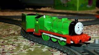 Паровозик Генри - игрушки паровозик Томас и его друзья