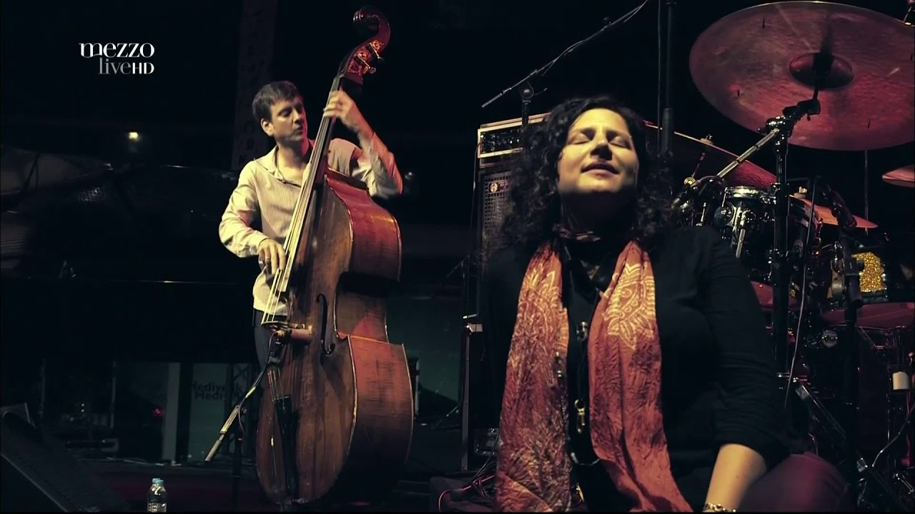 One of my favorite musicians of all time - Anat Cohen playing clarinet with a rhythm section.