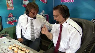 CWS@BOS: O'Brien receives cupcakes for his birthday