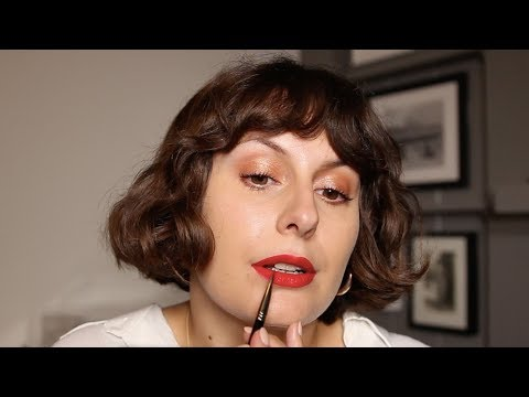 how-to-wear-red-lipstick-using-lisa-eldridge-plush-velvet-lips