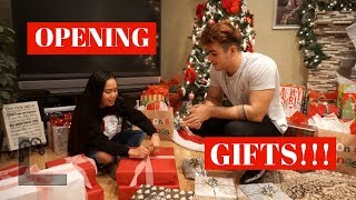OPENING CHRISTMAS PRESENTS! | VLOGMAS DAY 25- 2017