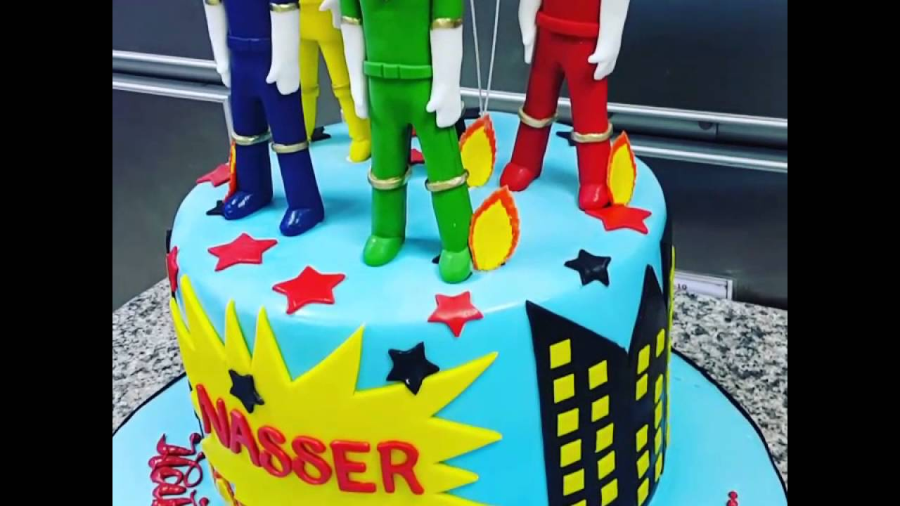 This Power Ranger Cakeon The Top Characters Are Made Pastillo
