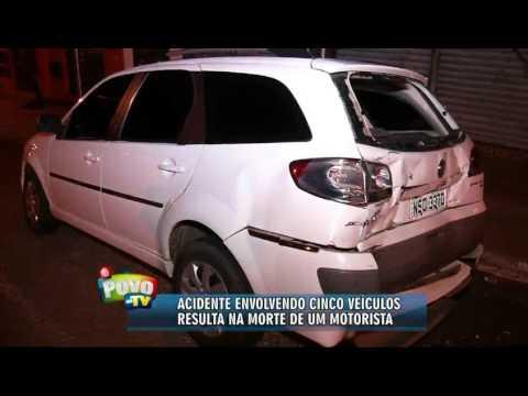 Cinco carros se envolvem em acidente e advogado morre