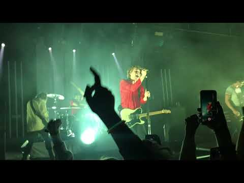 5 Seconds of Summer - Young Blood (Live Antwerp - 23/03/188)