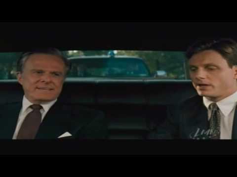 "Secret Service agent guarding corrupt U.S. President in ""The Pelican Brief"""
