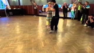 Sara  и Juan P. Танго, школа