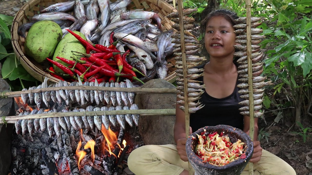 Yummy Fish grilled tasty vs Green mango hit with hot chili for eating delicious in forest