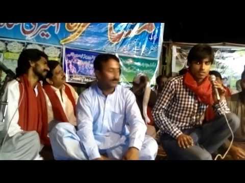 نوجوان شاعر ضیا مذکور پیر سید امیر علی شاہ کے عرس پر منعقدہ مشاعرہ میں کلام پیش کر رہے ہیں
