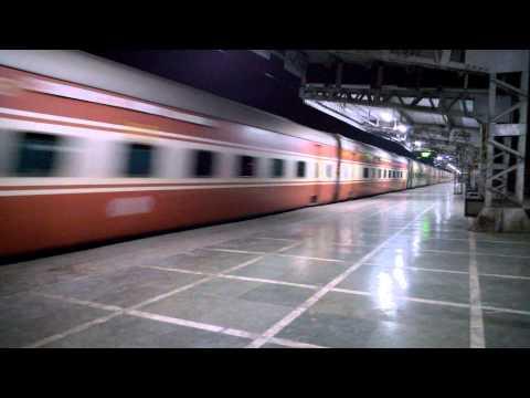 Twin Overtake By 22903 Bandra Bhuj AC Express
