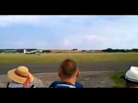 Hai máy bay chiến đấu va chạm trên không   Nguoiduatin vn   Báo điện tử Người đưa tin