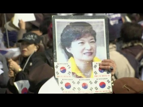Park Geun-hye questioning: Rallies held outside prosecutors' office