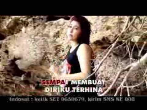 Iva Bachdim Menyibak Tirai Kelabu Video karaoke