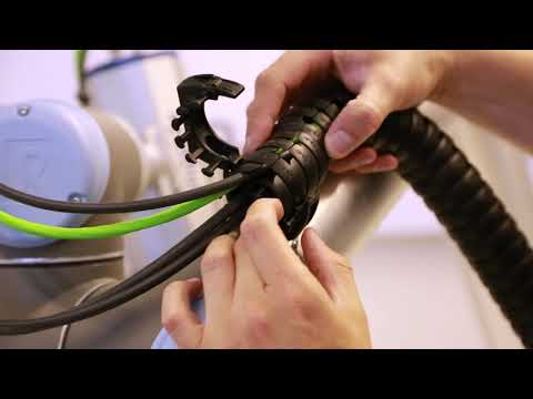 triflex® R clips installation on UR robot