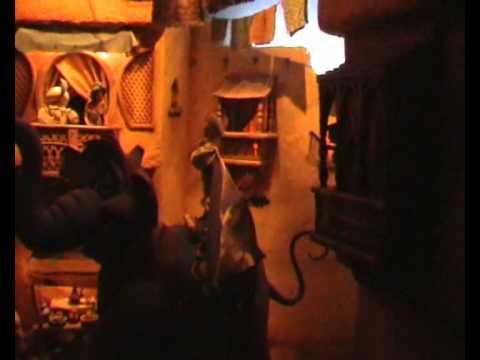 Le passage enchante d aladdin disneyland park youtube - Le singe d aladdin ...