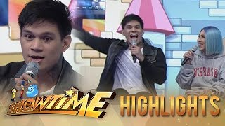 It's Showtime MiniMe 3: Zeus sings different versions of