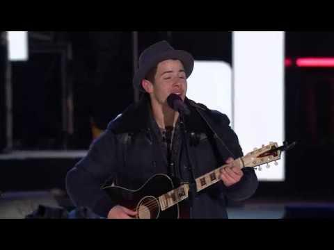 Nick Jonas And Shawn Mendes Duet Lean on me -Niagara Falls NYE 2014
