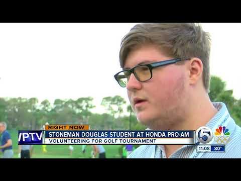 Stoneman Douglas High School student volunteers at Honda Classic