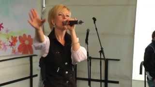 "Dana Franzis singt ""Phänomen"""