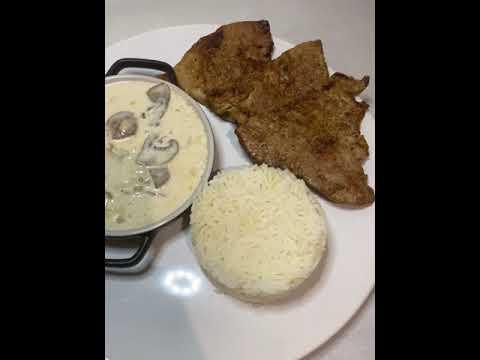escalope-de-veau-sauce-champignon-boursin-accompagné-de-riz-étuvé-/-روز-مرافق-مع-شرائح-الحم-والفطر