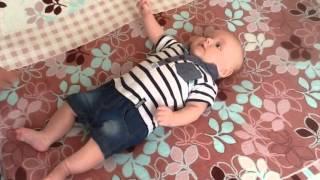 """Развитие ребенка. Упражнение """"Червячок"""" для грудничков в возрасте 2 месяцев"""