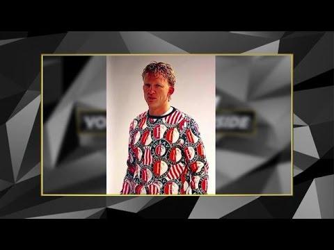 Kersttrui Feyenoord.Hans Kraay Doet Feyenoord Kersttrui Aan Tijdens Dolle Duikavond