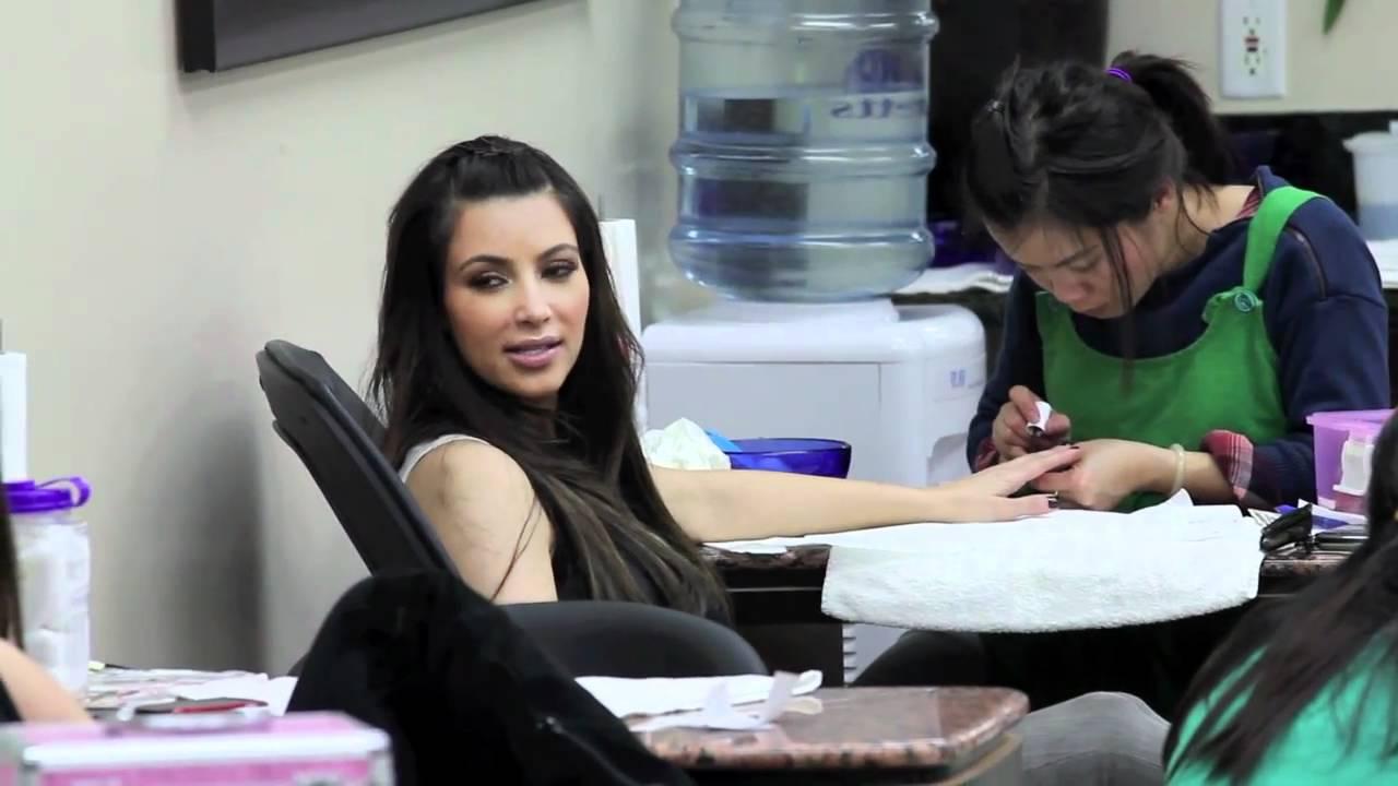 Kim Kardashian Jam\'s Over To The Nail Salon - YouTube