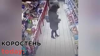 В одному з супермаркетів Коростеня жінка заволоділа телефоном дитини