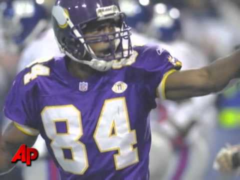Vikings Fans Thrilled to Have Randy Moss Back