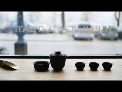 Timeless tea in travelling gaiwan set
