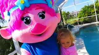 Nursery Rhyme Singing Time - Children's Songs With Troll Mommy Poppy