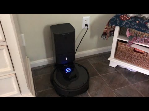 iRobot Roomba i7+ Clean Base Demo